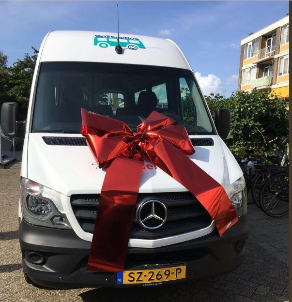 OpStapBus viert ingebruikname nieuwe bus